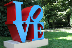 Love - 1928 - polychrome aluminium (Robert Indiana, 1966-1998)