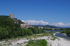 la rivière Drôme et la tour de Crest.