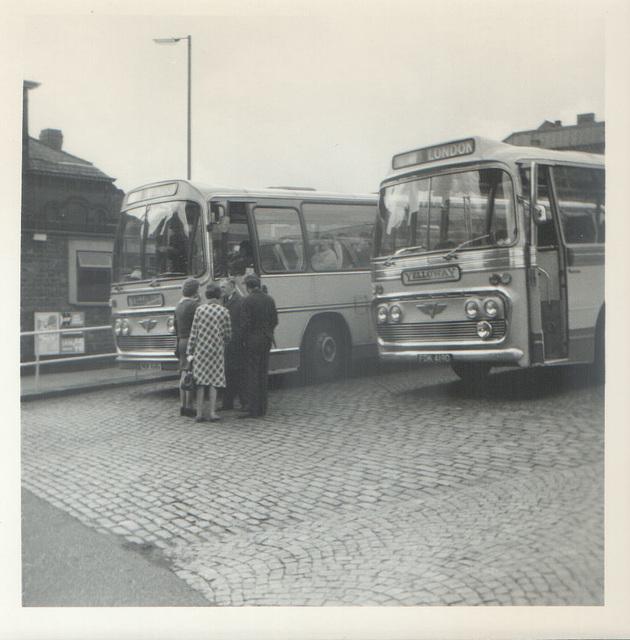 Yelloway NDK 168G and FDK 419D May 1972 (1)