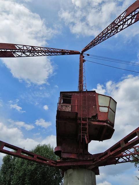 odessa wharf crane, surrey docks, london