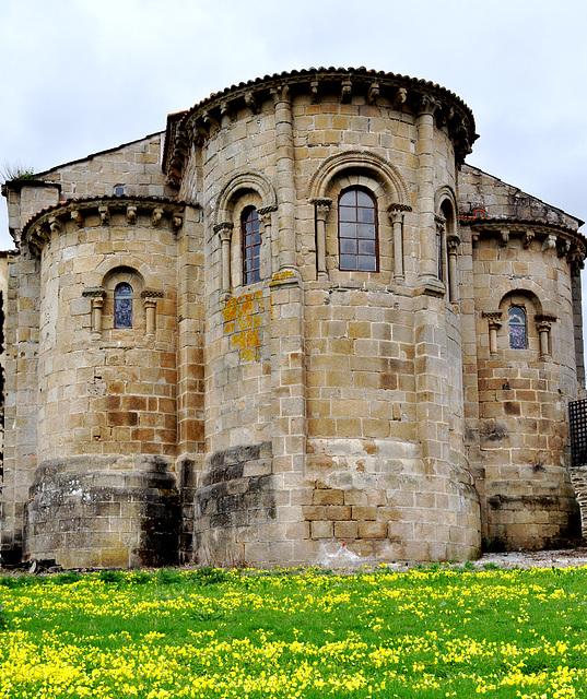 Abside románico de la iglesia de San Martín de Jubia.