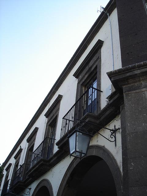 Portes, lanterne et balcons / Lantern, doors and balconies.