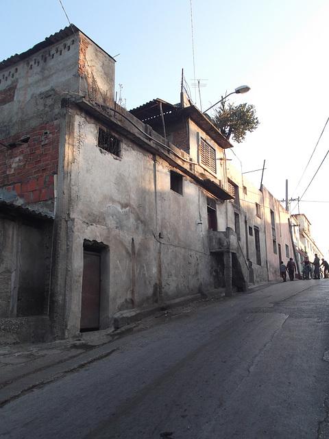 Ruelle cubaine / Cuban narrow street.
