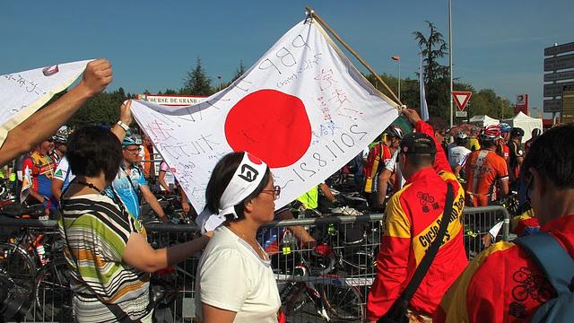 Japanese randonneuring fans at 2011 PBP start