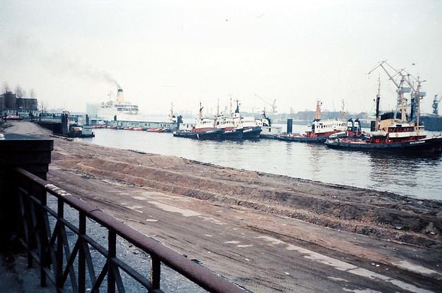 Hafen Hamburg  Schlepper u. Englandfähre