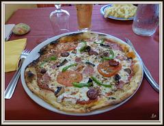 ** Repas chez Jojo : pizza ;moules frites ....**