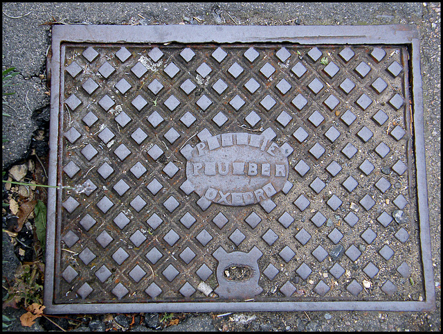 Oxford plumber manhole cover