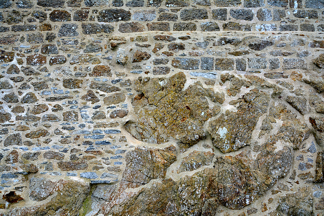 Saint-Malo 2014 – Fort National – Blending of natural rocks and stones