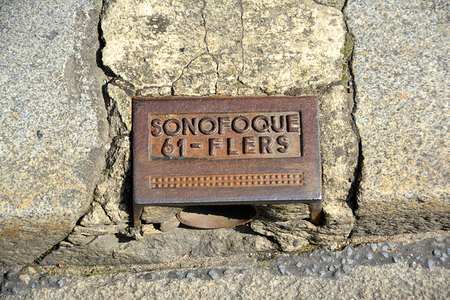 Bayeux 2014 – Drain cover of Sonofoque of Flers