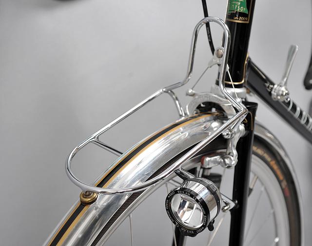 Lightweight, chromed, steel front rack for a handlebar bag.
