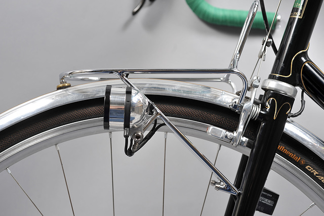 Chromed, light weight, steel rack is constructed of mitered tubes and has a Schmidt Edelux light mount.