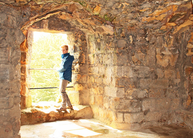 Ginger at Dirleton Castle