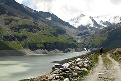 Au bord du lac de la Grande Dixence (Valais, Suisse)