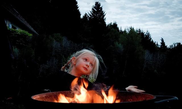 Marjane danse ...séduite par le feu !