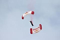 Red Bull Fallschirmspringer