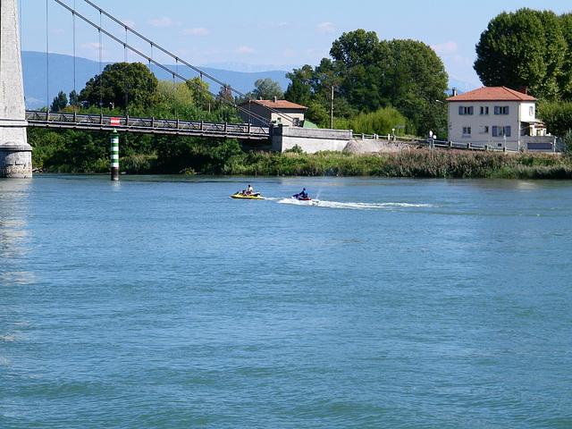 Jeux d'eau sur le Rhône