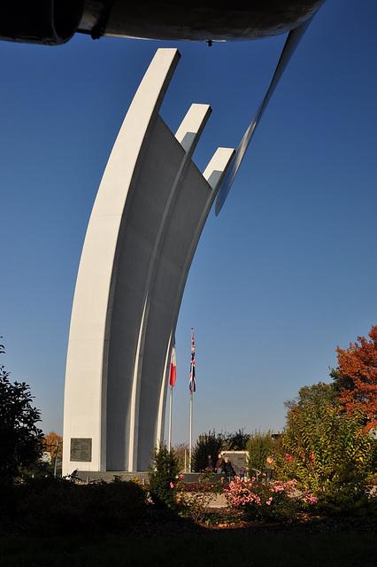 Die Hungerkralle  Luftbrückendenkmal