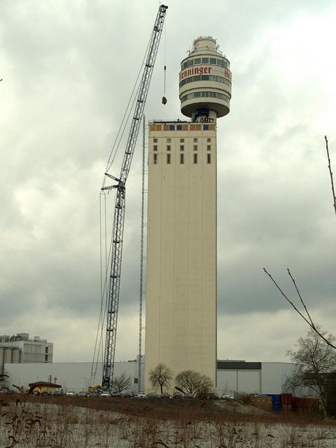 Henninger Turm  jetzt geht's ihm an den Kragen