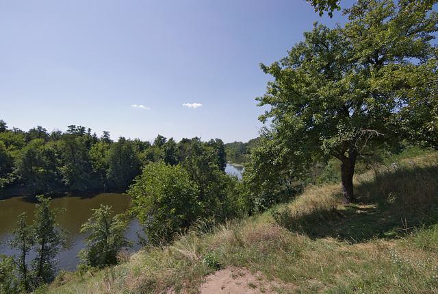 Das Ufer des Flusses Ros in der Bila Zerkwa