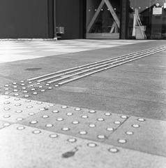 Tactile guiding strip