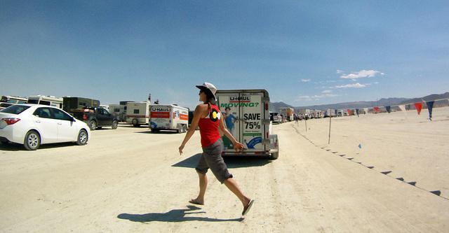 Levitating on Gate Road (0820)