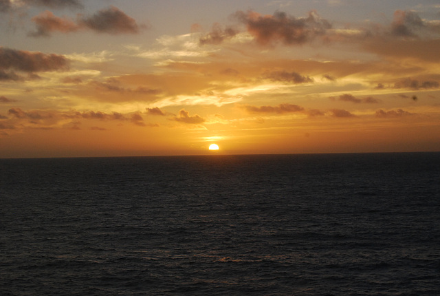 Soleil levant..Au large des Canaries