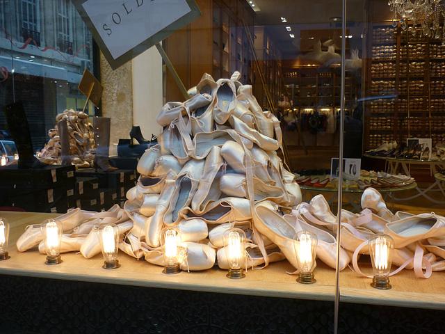 Christiane -  Montagne de chaussures en solde / Shoes hill for sale