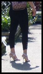 Jeune brune Carcassonienne hautement chaussée - French Princess on heels / Recadrage