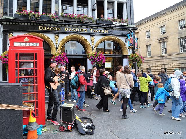 Edinburgh Festival Musician outside Deacon Brodie's.