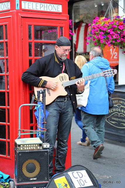 Edinburgh Festival Musician outside Deacon Brodie's.