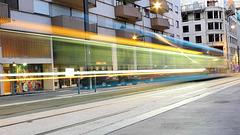 BESANCON: Passage d'un tram avenue fontaine argent