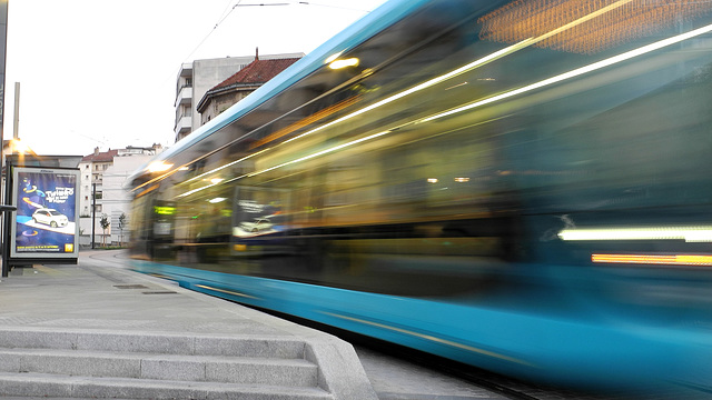 BESANCON: Le Tram: Station Flore. 02