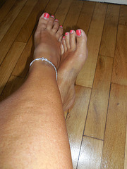 Les beaux pieds de Madame Anony / Lady Anony's sexy feet.