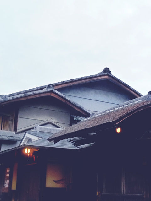 more ninenzaka roofs