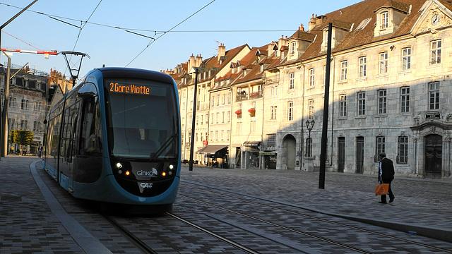 BESANCON: LeTram: Station Révolution. 04