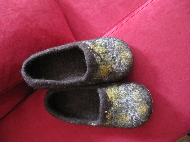 felted slippers - brown