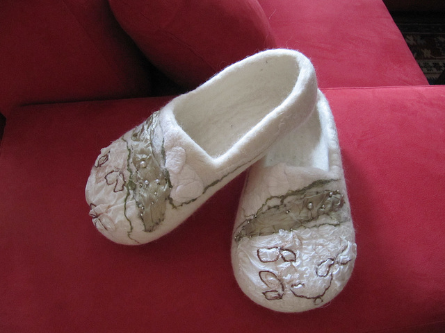 felted slippers - white
