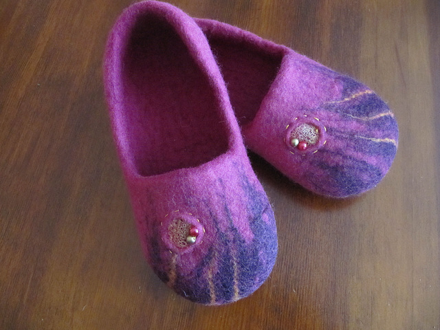 felted slippers - purple