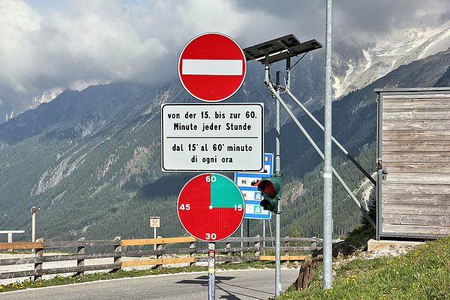 Staller Sattel - von der 1. - 15. min in jeder Stunde Richtung Italien geöffnet