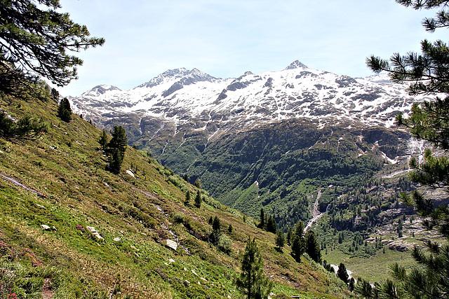 Blick auf die umliegenden Berge des Gschlößtales