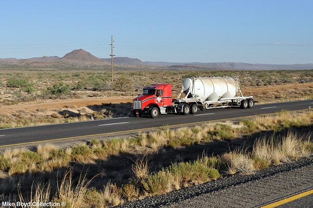 bulk transportation kw t800 slpr bulk tanker us93 golden valley az 07'14