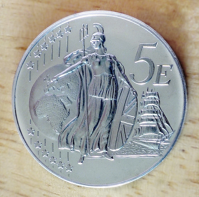 """UK Euro """"Pattern"""" coin (1 of 2)."""