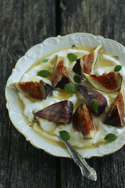 Viigimarjad mee ja kreeka jogurtiga / Figs with honey and greek yogurt