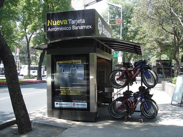 Banamex bikes / Vélos bancaires.