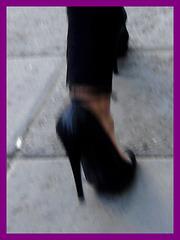Black pumps and tights with short skirt / Escarpins noirs avec mini jupe bleue.