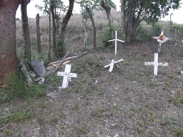 Solitude funéraire / Funerary loneliness / Soledad funeral.