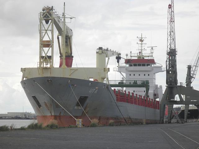 Frachter  UTA in Bremerhaven