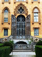 un portale maestoso