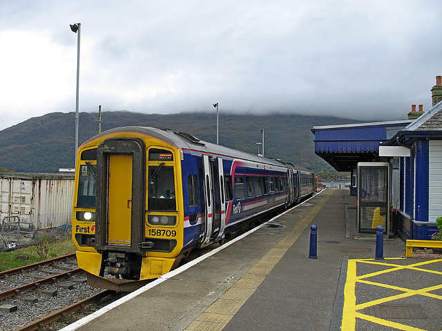 158709 in the Down platform at Kyle