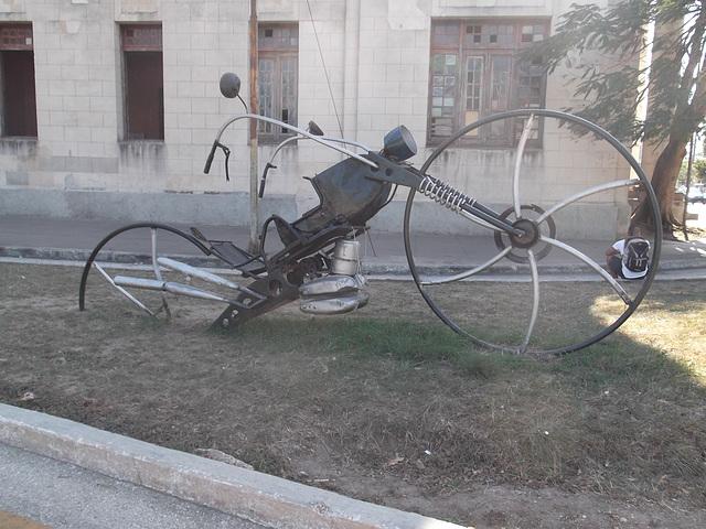 Vélomoto artistique / Artistic motobike.